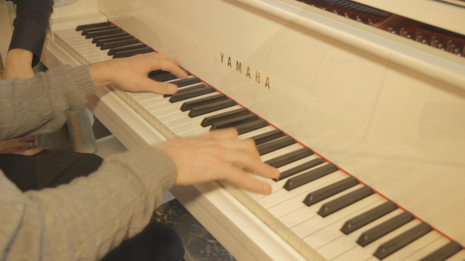 music-hands